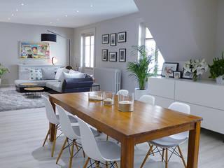 Une pièce à vivre contemporaine et chaleureuse Salle à manger moderne par homify Moderne Bois Effet bois
