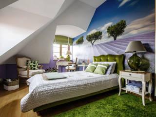 Sypialnia w klimatach Prowansji Śródziemnomorska sypialnia od ZAWICKA-ID Projektowanie wnętrz Śródziemnomorski