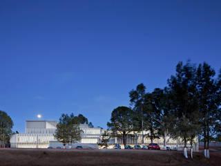 USET-OPD TLAXCALA: Estudios y oficinas de estilo  por Miguel de la Torre Arquitectos
