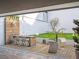 Modern terrace by Miguel de la Torre Arquitectos Modern