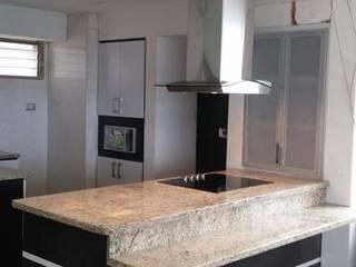Kitchen by Artesanía Ceramica y Madera