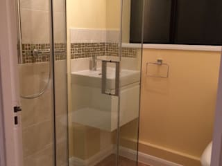 Creating an assisted living bathroom Salle de bain moderne par Chameleon Designs Interiors Moderne