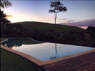 Casa Minas Gerais : Piscinas  por Carlos Salles Arquitetura e Interiores