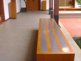 BIBLIOTECA VIRTUAL CASA DEL LIBRO TOTAL Pasillos, vestíbulos y escaleras de estilo moderno de OCA ARQUITECTURA INTERIOR Moderno