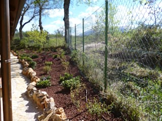 Country style garden by Studio Botanico Ventrone Dr. Fulvio Country