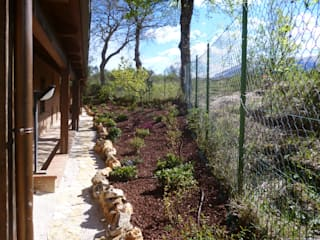 Country style gardens by Studio Botanico Ventrone Dr. Fulvio Country