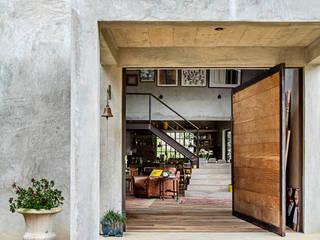 Puertas y ventanas modernas de Carlos Salles Arquitetura e Interiores Moderno