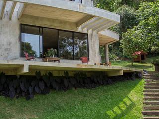Häuser von Carlos Salles Arquitetura e Interiores, Modern