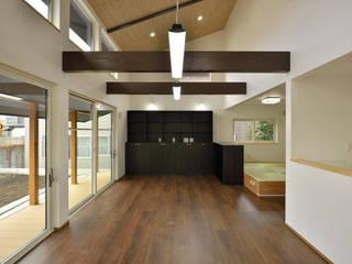 大きな開口から四季の移ろいを楽しむ家 和風デザインの リビング の 丸喜株式会社齋藤組 和風