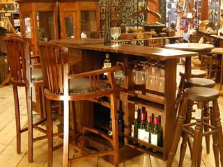 株式会社アートクルー Living roomCupboards & sideboards Wood Brown