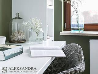 gabinet : styl , w kategorii Domowe biuro i gabinet zaprojektowany przez ALEKSANDRA interior design studio