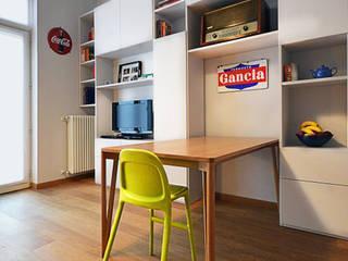 Ar_8: Sala da pranzo in stile in stile Moderno di Okapi