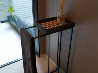 Mosaic Tray Table: Studio Mosaicoが手掛けたです。