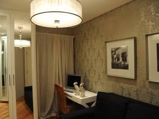 Apartamento Perdizes - São Paulo Closets por veronica gaburro arquitetura e interiores Clássico