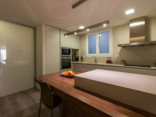 Modern kitchen by Standal Modern