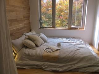 Camera da letto in stile  di 루트 주택, Scandinavo