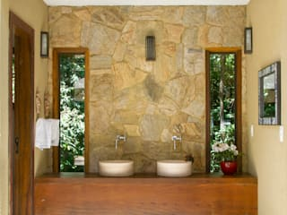 Country style bathroom by CAMILA FERREIRA ARQUITETURA E INTERIORES Country
