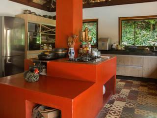 Cocinas de estilo rural de CAMILA FERREIRA ARQUITETURA E INTERIORES Rural