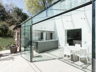 Glass House 모던스타일 주방 by Martin Gardner Photography 모던