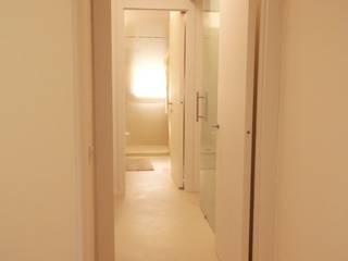 APP 72C Ingresso, Corridoio & Scale in stile moderno di VIQUADRO Moderno