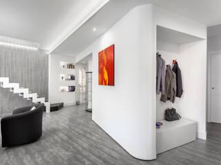 Chiusa Chic: Soggiorno in stile  di Cstudio Architettura & Design