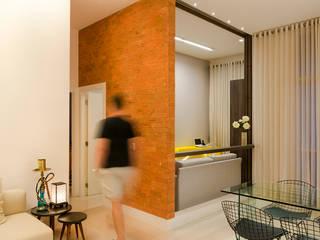 Miguel Arraes Arquitetura Eclectic style dining room Bricks