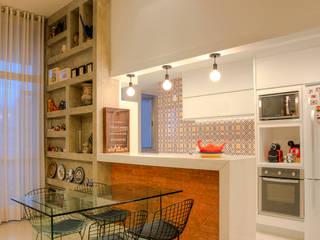 Salle à manger de style  par Miguel Arraes Arquitetura, Éclectique