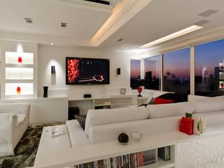 Salones de estilo moderno de HB Arquitetos Associados Moderno