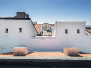 Reabilitação de Ilha no Porto: Casas  por BAAU - Bernardo Amaral Arquitectura+Urbanismo,Minimalista