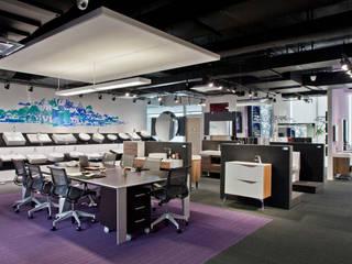 Showroom y Oficinas Gravita: Estudios y oficinas de estilo  por Serrano Monjaraz Arquitectos
