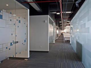 Escritórios modernos por Serrano Monjaraz Arquitectos Moderno