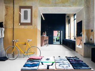 Galerías y espacios comerciales de estilo moderno de Joanna Kubieniec Moderno