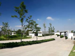 Jardins modernos por Serrano Monjaraz Arquitectos Moderno