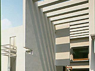 Corredores, halls e escadas modernos por Serrano Monjaraz Arquitectos Moderno