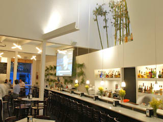 Restaurante Capicúa Av. Paz: Comedores de estilo  por Serrano Monjaraz Arquitectos