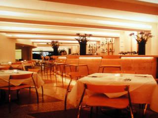 Restaurante La Morena: Comedores de estilo  por Serrano Monjaraz Arquitectos