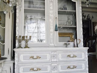 Glass Cabinet: aje antiquesが手掛けたです。