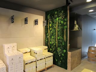 Decorazione per interni : pareti vegetali / green walls:  in stile  di Nicola Sarti Lab,