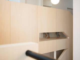 Couloir et hall d'entrée de style  par 一級建築士事務所 Atelier Casa, Éclectique