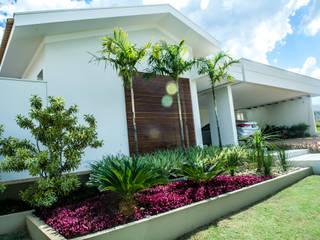 Residencia em Catanduva: Casas  por Celina Molinari Arquitetura e Interiores,