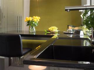 Cocinas de estilo  de MGB Fliesen & Naturstein GmbH