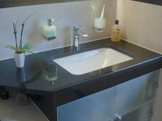 Baños de estilo  de MGB Fliesen & Naturstein GmbH