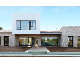 VIVIENDA UNIFAMILIAR AISLADA Y PISCINA EN ALGAIDA Casas de estilo rústico de JAIME SALVÁ, Arquitectura & Interiorismo Rústico