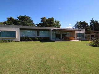 Minimalist houses by Queixalós.Trull Arquitectos Minimalist