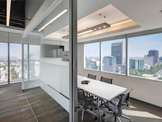 Modern Study Room and Home Office by usoarquitectura Modern