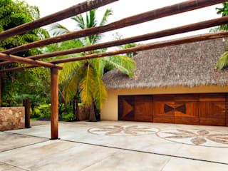 Tropical style walls & floors by BR ARQUITECTOS Tropical
