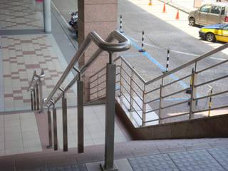 Pasillos, vestíbulos y escaleras modernos de NOUVELLE. | Proje Danışmanlık Moderno