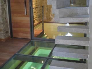 Piscine intérieure Piscine moderne par BATIR AU NATUREL Moderne
