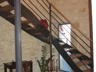 Escalier: Couloir et hall d'entrée de style  par BATIR AU NATUREL