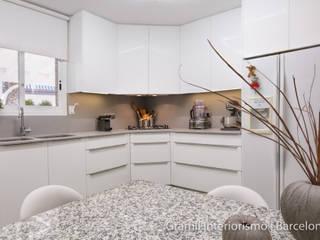 Una cocina para una amante de la repostería: Cocinas de estilo  de Gramil Interiorismo II - Decoradores y diseñadores de interiores